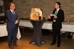 Prof. Dr. Dirk Heckmann verleiht den For..Net-Award 2017 an Pyramics UG (© Preinfalk/Opitz)