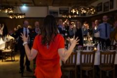 Auch die Gäste beteiligen sich an Esther Bells Programm (© Preinfalk/Opitz)