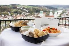 Brot und Dips mit Blick über Passau (© Patrizia Fenzl)