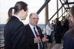 Gespräche zwischen Prof. Dr. Dirk Heckmann und Teilnehmern des Symposiums (© Patrizia Fenzl)