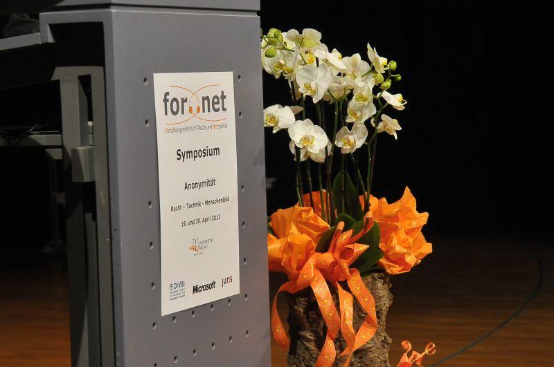 Das Podium des 7. Internationalen For..Net Symposiums